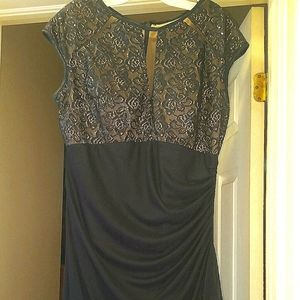 Navy blue betsey adam gown with matchin free purse